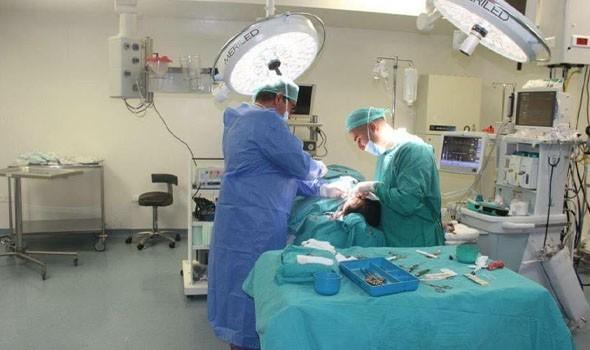 الدار البيضاء اليوم  - جراحة نادرة لفتاة أردنية لاستخراج 6 كيلو