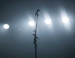 """الدار البيضاء اليوم  - الفنان المغربي فيصل عزيزي يثير الجدل بأغنيتة الجديدة """"كيف ما أنا"""""""